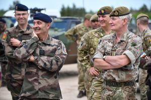 Визит генералов Франции и Британии в Тапа.