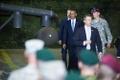 Enne lahkumist kohtus president Obama Tallinna lennujaamas USA ja Eesti kaitseväelastega