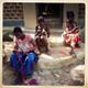 Mpeggwe noored valmistamas palmilehtedest punutisi