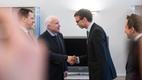 Senaator John McCain ja välisminister Sven Mikser 2016. aasta detsembris Tallinnas Stenbocki majas.