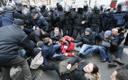 Сторонники Саакашвили вступили в противостояние с правоохранительными органами около дома экс-губернатора.