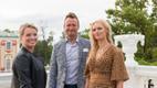 Grete Lõbu, Marko Reikop ja Kristiina Ehin, Eesti Vabariigi presidendi vastuvõtt Kadrioru lossi roosiaias. 2017