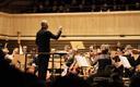 Paavo Järvi andis Eesti festivaliorkestri EV100 välisturneel kontserdi Zürichi Tonhalle kontserdisaalis.