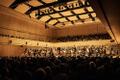 Paavo Järvi andis Eesti festivaliorkester EV100 välisturneel kontserdi Zürichi Tonhalle kontsertsaalis.