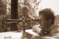 Regio eripreemia: üliõpilane Kalev Joab teostamas mensulmõõdistamist geograafiaüliõpilaste välipraktikal 1990. aasta juunis. Tagaplaanil juhendaja dotsent Leo Kullus.