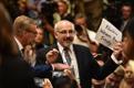 Mees, kes pressikonverentsisaalist jõuga eemaldati, kandis paberit kirjaga