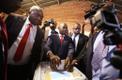Nelson Chamisa hääletamas.