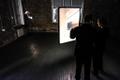 Kuraator Nico Anklam tutvustas presidendile kunstnik Paul Kuimeti isikunäitust Five Volumes.