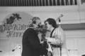 Laulja ja teletoimetaja Kalmer Tennosaare 50. sünnipäev, juubilari   õnnitleb Jaak Joala 1978