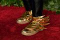 Ameerika näitleja Andre De Shields'i kingad 73. Tony auhindade punaselt vaibalt.