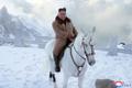 Põhja-Korea riigimeedia: suur juht Kim Jong-un ratsutas Paektu mäe tippu.