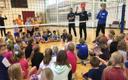 Vennad Toobalid õpetasid Väätsa kooli lastele võrkpalli.
