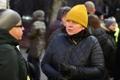 Meeleavaldus Lüganuse vallavalitsuse ees koolidirektor Heidi Uustalu toetuseks, Kaja Kreisman.