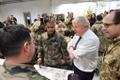 Boris Johnson Tapa sõjaväelinnakus.