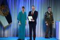 President Kersti Kaljulaid andis üle riiklikud teenetemärgid. Maarjo Mändmaa – pikaaegne hoolekande edendaja Sotsiaalministeeriumi kantsleri ning Hoolekandeteenusete juhatuse esimehena.