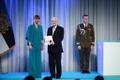 President Kersti Kaljulaid andis üle riiklikud teenetemärgid. Enn Kose – pikaaegne Ugala teatrijuht ja teatrielu edendaja Viljandimaal.