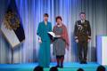 President Kersti Kaljulaid andis üle teenetemärgid. Krista Kumberg – raamatukoguhoidja ja lastekirjanduse tutvustaja.