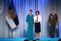 President Kersti Kaljulaid andis üle teenetemärgid. Raili Lao – õpetaja ja füsioterapeut hariduslike erivajadustega lastele Haapsalu Viigi koolis.