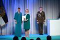 President Kersti Kaljulaid andis üle riiklikud teenetemärgid. Harda Roosna – kohaliku ajakirjanduse edendaja Hiiumaal.
