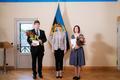 Tartu Ülikooli bioinformaatika teadur Kaur Alasoo, president Kersti Kaljulaid ja Tartu Ülikooli loomaökoloogia teadur Tuul Sepp.
