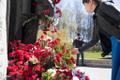 Inimesed tähistamas Nõukogude Liidu võitu Natsi-Saksamaa üle 9. mail 2020 Tallinnas Pronkssõduri juures.