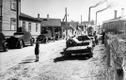 17. juuni 1940. Eesti sõjatehnika teeb ruumi Nõukogude vägedele: praeguse Tallinna maabussijaama taguses piirkonnas on oma asupaikadest välja aetud Eesti sõjatehnika. Soomusauto taga on kaks Esimese maailmasõja aegset soomusautot, tee paremas servas kaks