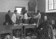 Kaitseliitlaste relvade kokkukorjamine Kaitseliidu Tallinna maleva võimlas Toompea jalamil, vastuvõtupunkt asus maleva peakorteri hoovipealses osas. Foto on tehtud ilmselt 18. või 19. juunil 1940.