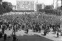 Nõukogude sõjaväe kaitse all Tallinnas Vabaduse väljakul 21. juunil 1940 kell 10 hommikul alanud tööliste miitingule kogunes palju uudistajaid. Esines ka Nõukogude sõjaväe esindaja.