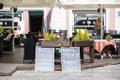 Цены на штендерах в ресторанах на Ратушной площади.