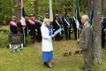 Vastupanuvõitluse päeva tähistamine Talinnas: Riina Solman ja Trivimi Velliste metsakalmistul