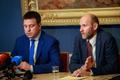 Хелир-Валдор Сеэдер (справа) ждет, что Юри Ратас созовет внеочередное заседание парламента.