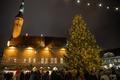 В Таллинне на Ратушной площади зажгли рождественские огни.