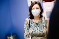 Perearst Karmen Joller saamas vaktsiini