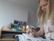 Hannela kirjutab kodukontoris e-etteütlust
