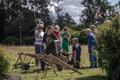 Тренировка по кошению травы в Таллиннском ботаническом саду.