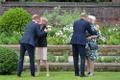 Prints William ja prints Harry avasid koos printsess Diana kuju.