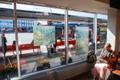 Suvised maastikumaalid Eesti Kunstimuuseumi ekspositsioonidest Tallinna bussijaama ootesaali akendel