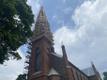 Kuus aastat väldanud Viljandi Pauluse kiriku katuse ja torni renoveerimise lõpetamise märgiks tõsteti reedel tornikukk oma kohale tagasi.