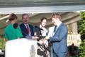 20. augusti mälestuskivi anti üle suursaadikutele Margus Laidrele ja Martin Rogerile