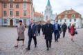 President Alar Karis ja suursaadik Arti Hilpus jalutuskäigul Riias