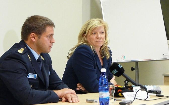 Prefect Elmar Vaher and Public Prosecutor Endla Ülviste at the press conference after the arrest.