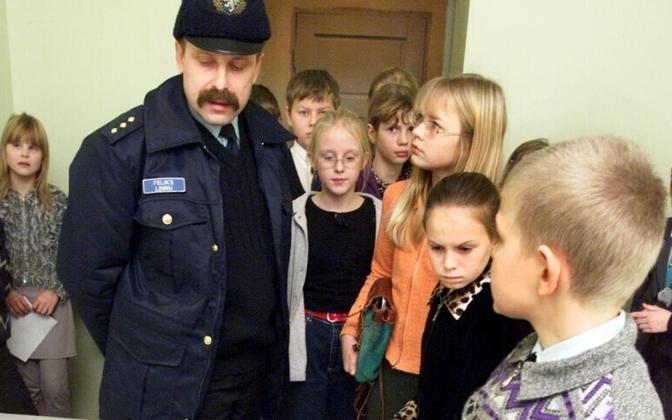 Better avoid: schoolchildren given a tour of the sobering station.