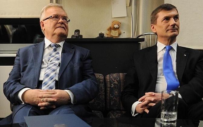 Лидер центристов Эдгар Сависаар и глава реформистов Андрус Ансип.