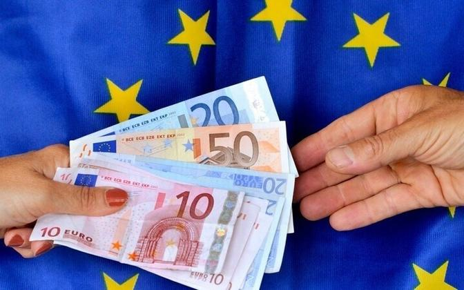 Правительство ищет средства на поддержку испытывающих трудности европейских государств в то время, как в Эстонии второй день бастуют врачи.