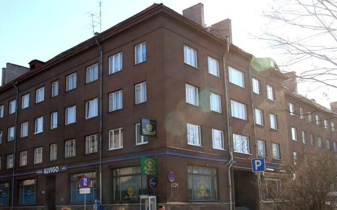 В этом доме на улице Кентманни в свое время снимал квартиру Сильвер Мейкар. В состав парламента 12-го созыва он не попал.