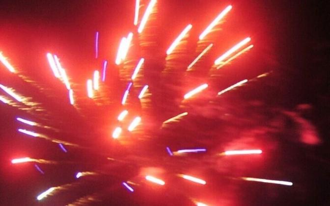 Новогодние фейерверки частенько становятся причиной пожаров.
