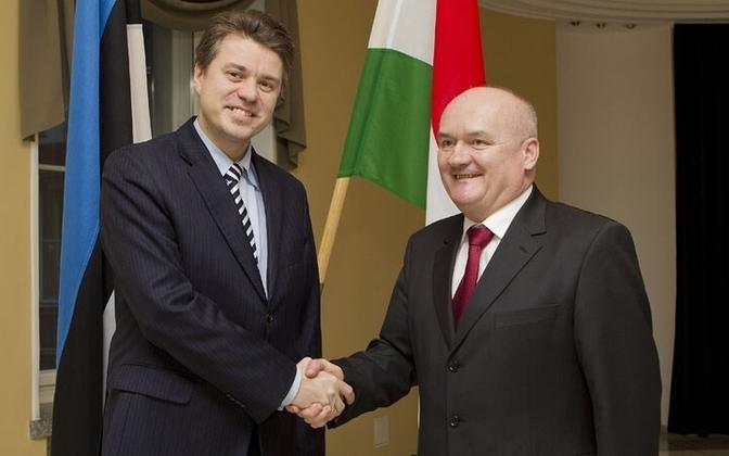 Eesti kaitseminister Urmas Reinsalu ja tema Ungari kolleeg Csaba Hende.