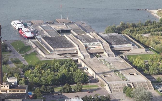 Горхолл был построен в 1980 году. За оригинальное архитектурное решение архитекторы Рийна Алтмяэ и Райне Карп были удостоены золотой медали президента Международного союза архитекторов и получили премию.