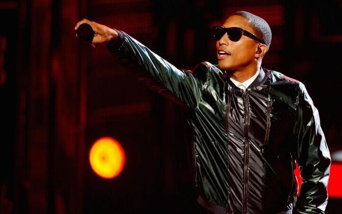 Pharrell Williams esinemas BET auhindade galal