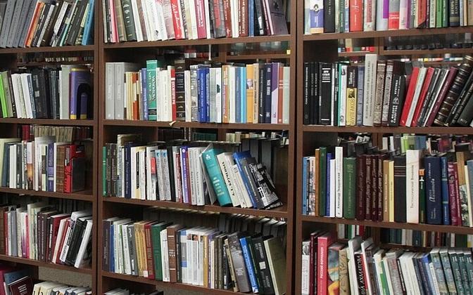 Raamatukogu.